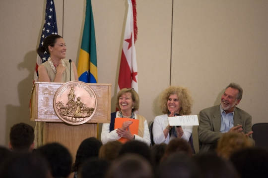 Staff from the DC Mayor's Office addresses Brasilia Without Borders students