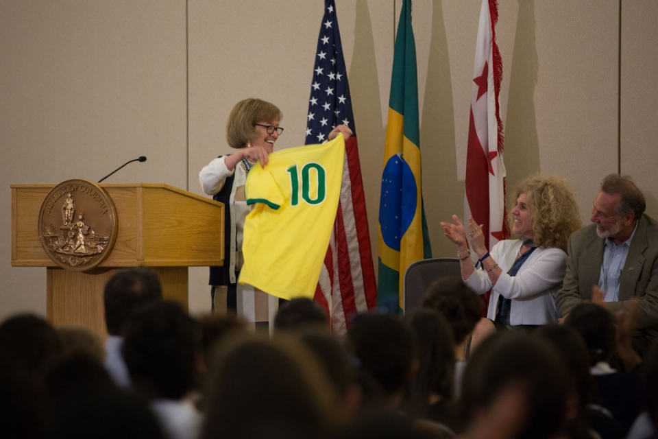 Brasilia Without Border students hearing from the DC Mayor's office