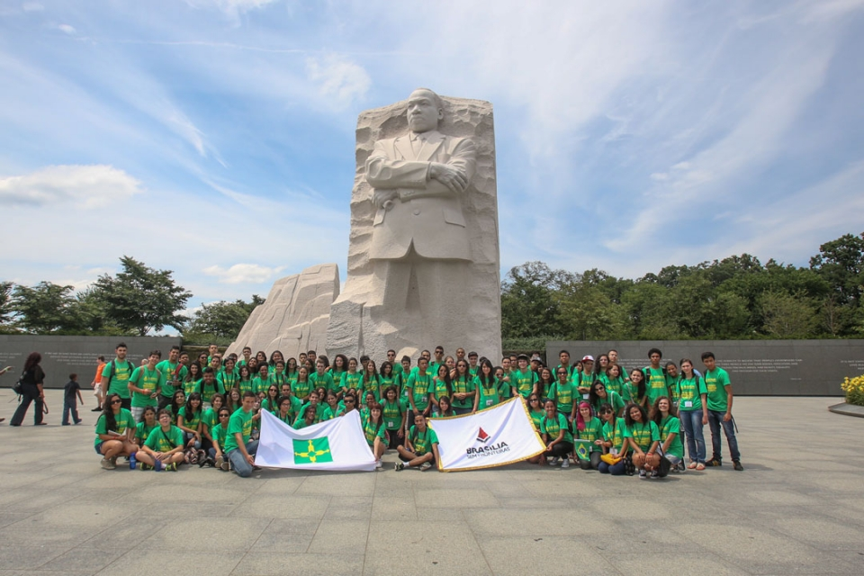 Brasilia Without Border students at the monuments in DC