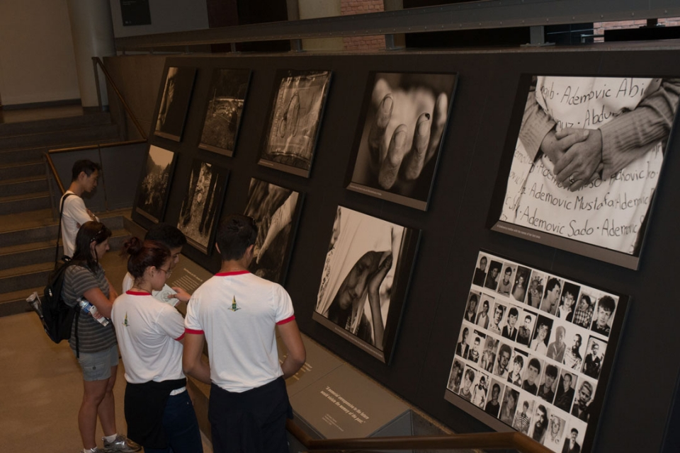 Brasilia Without Border students at the Holocaust Museum