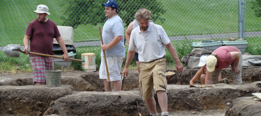 GW Summer Institute students at an archaelogical dig
