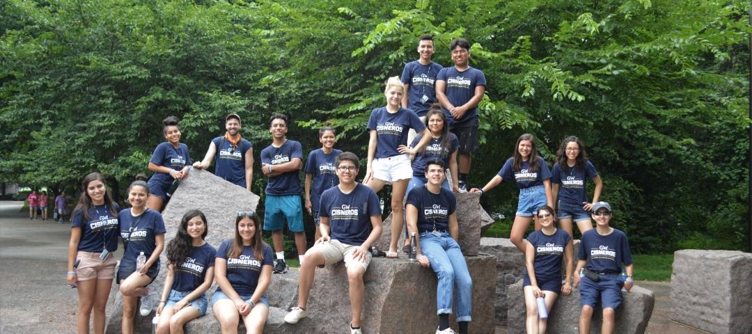 Caminos al Futuro students visiting the National Mall