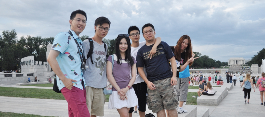 International students at the WWII Memorial