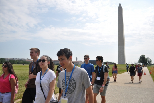Students walking at the Washington Monument
