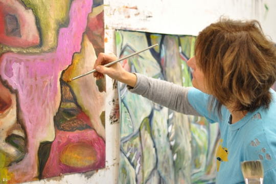 A Corcoran Arts Continuing Education student in an abstract painting class